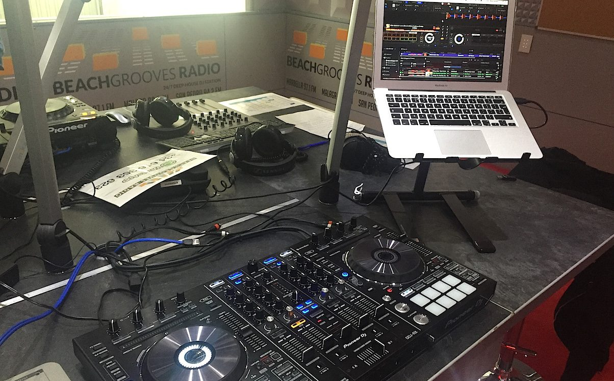 "The DDJ-RX looks the part in a professional setting, and performed well under ""live"" conditions as you'll see further on"