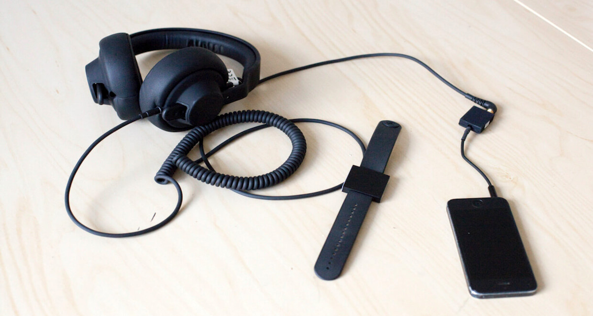 basslet-in-use-digital-dj-tips